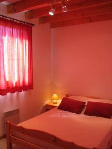interieur-chambre-2lits-chalet-maconnais2