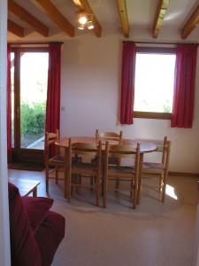 interieur-salle-manger-chalets-monts-maconnais